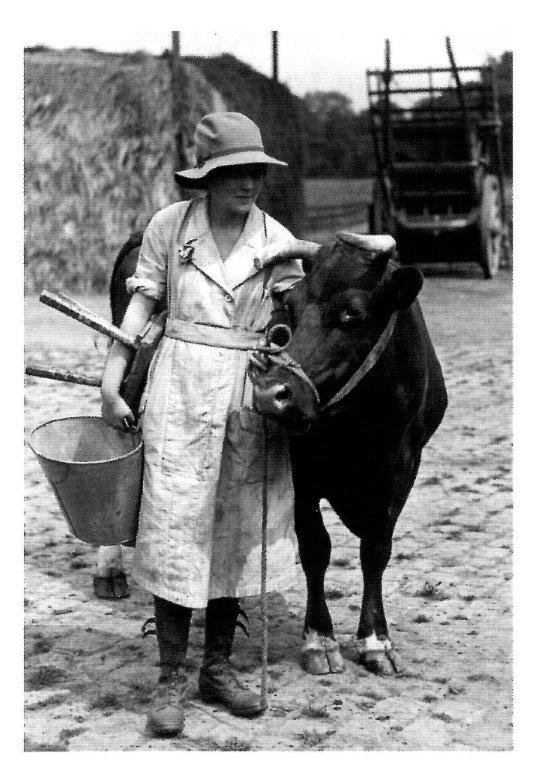 A WW1 land girl recruit, training at the Cheshire Agricultural College, Homes Chapel.  Source: IWM HU 91978