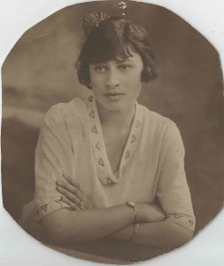 Phyllis Longbottom (nee Drayton) Engagement photo, aged 19 or 20.