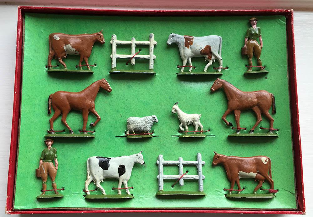 Dorset Toy Set Inside