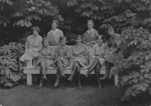 Constance Forfeitt, centre, c.1917