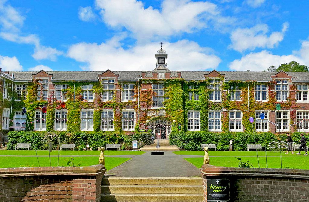 Seale-Hayne College