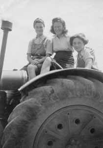 Land Girls who worked at The Knowles, Kent