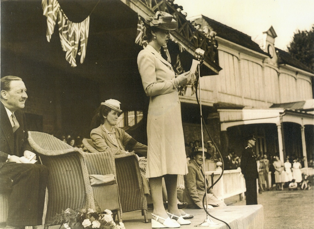 Princess Marina addressing Kent Land Girls