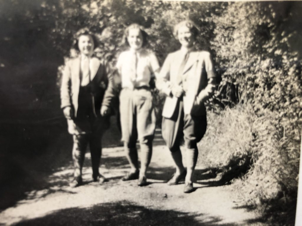 Jean Birtles with Land Girls